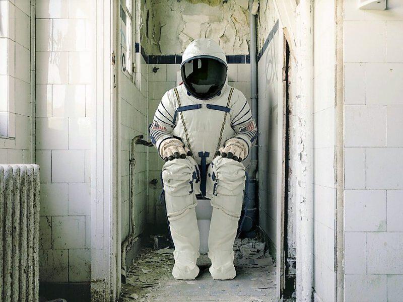 Туалеты на глубине, в воздухе и в космосе: деликатный вопрос