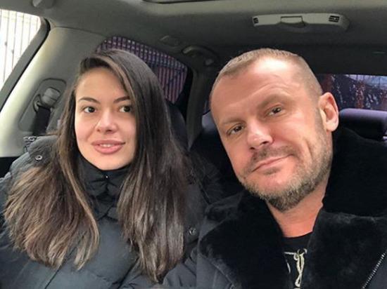 Подравшаяся с таксистом москвичка оказалась дочерью известного актера Общество
