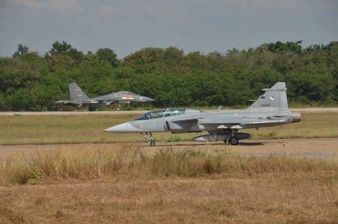 The Diplomat : Су-27СК против SAAB JAS-39C Gripen. Разбор открытых данных ввс
