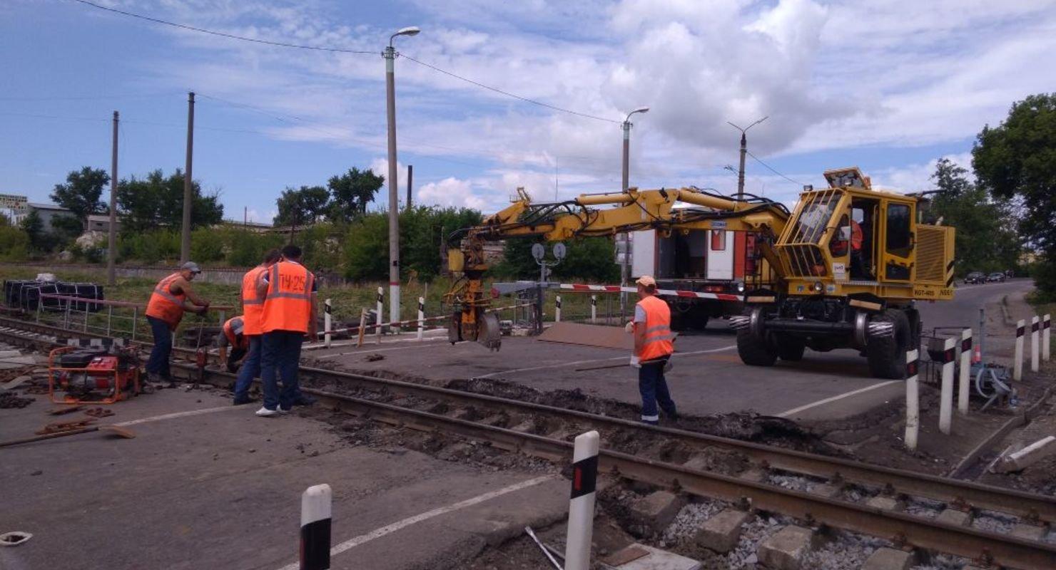 В Карелии на двух ж/д переездах будет затруднено движение из-за ремонта Автомобили