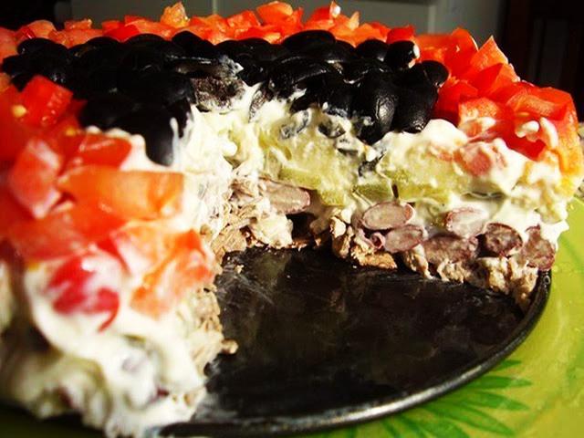 Изумительный салат «Коварство и любовь»: блюдо № 1 на праздничном столе