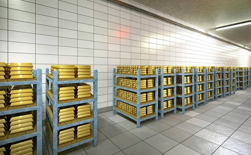 Что стоит за отказом ФНБ от доллара в пользу золота, евро и юаня