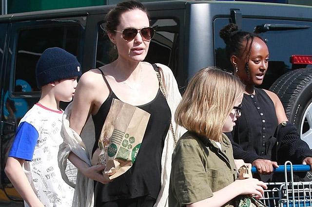 Анджелина Джоли провела День матери вместе со своими детьми в Лос-Анджелесе Звездные дети
