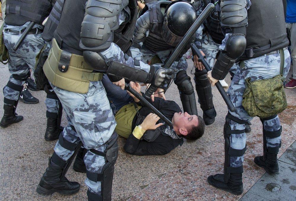 В Петербурге сотрудники ОМОНа, в том числе разгоняющие оппозиционные митинги, решили обратиться в КС деньги,жилье,общество,ОМОН,политика,россияне,субсидии