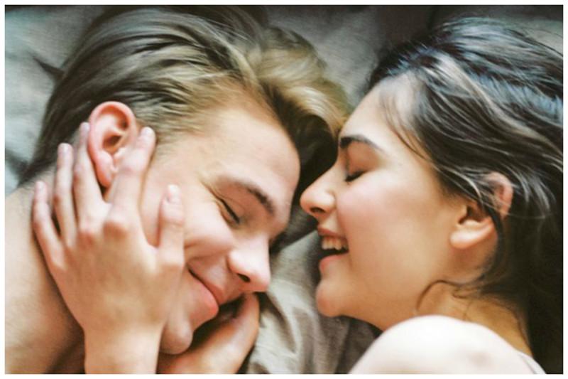 Жена спит с незнакомцем, титьки и жопы на фото