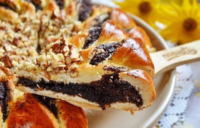 Вкуснейший пирог с шоколадной пастой, маком и орехами