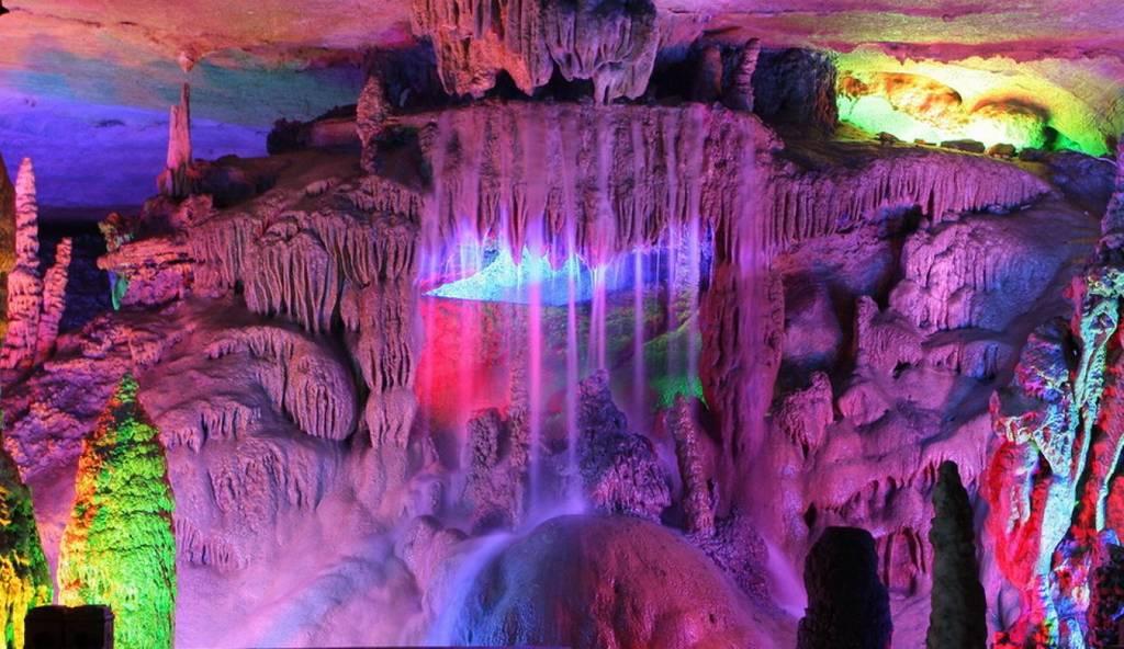 Пещера тростниковой флейты Китай. Могущество и величие природы. Самые загадочные и аномальные геологические образования на планете. Фото с сайта NewPix.ru