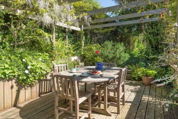 Дизайн двора частного дома своими руками - фото зоны отдыха