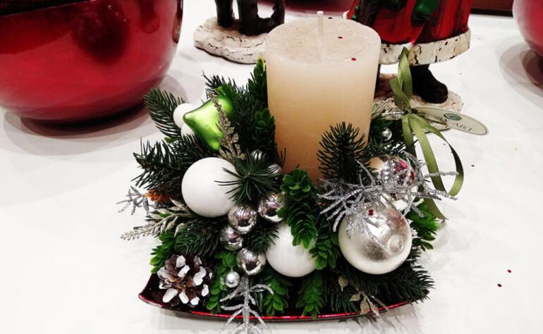 Прекрасная икебана для декора новогоднего стола