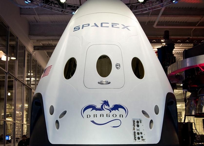 SpaceX и Space Adventures запланировали первый полет Crew Dragon с космическими туристами на конец 2021 года