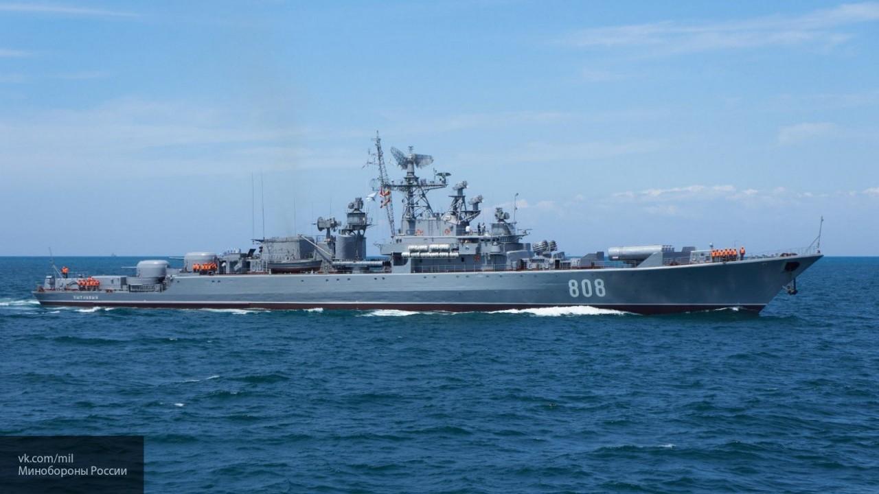 Корабли ВМФ РФ начали операцию по слежению за американским эсминцем