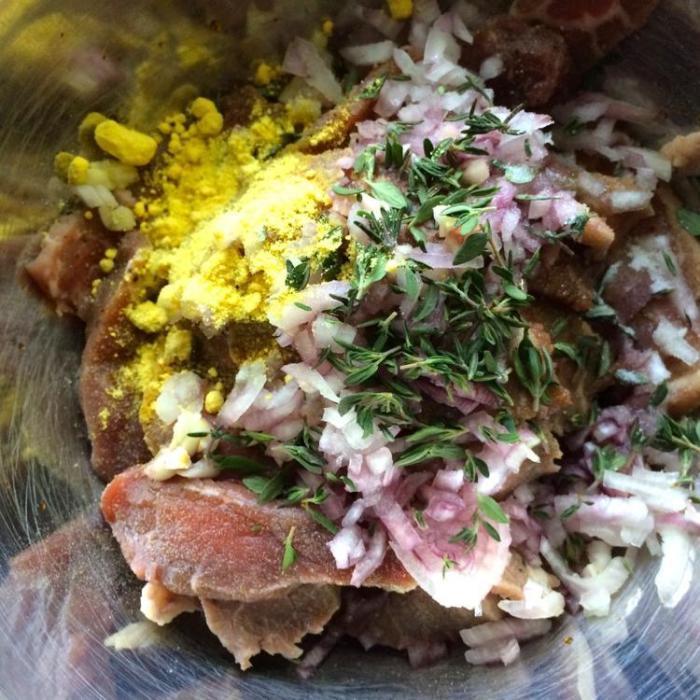 Бефстроганов в азиатском стиле с яичной лапшой на гарнир. Рецепт от друга-повара