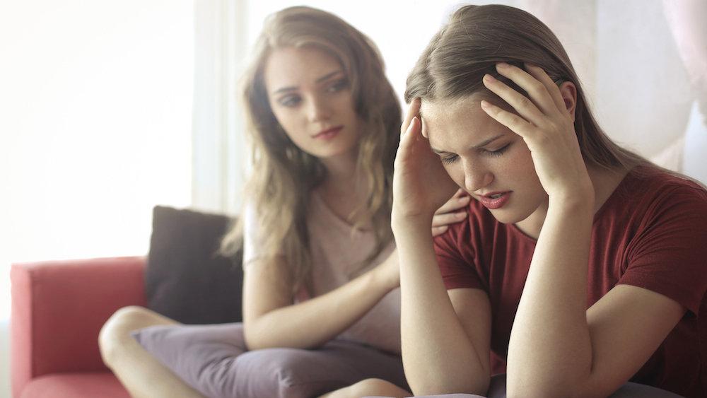 Жестокое видео двух сестер р…