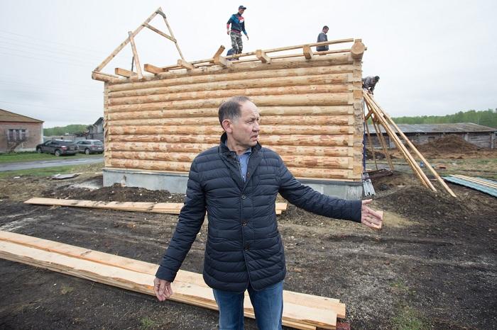 Бизнесмен из Питера строит жилье в родной деревне для односельчан, которые получат его даром при одном условии