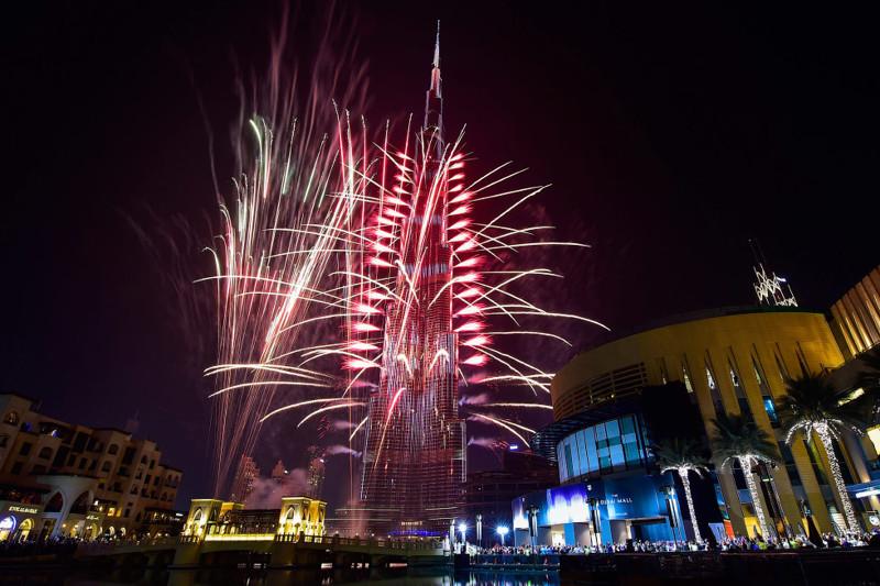 Фейерверк и Бурдж-Халифа в Дубае. новый год, праздник, салют, фейрверк