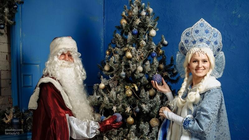 Петербургские реки и каналы заполонили Деды Морозы и Снегурочки на гидроциклах