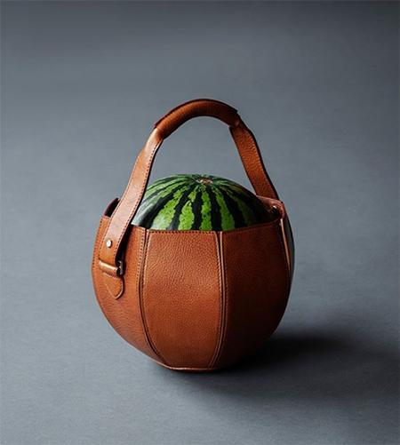 Кресло для родов, сумка для арбуза и прибор, передающий мысли растений: что еще Гвинет Пэлтроу предлагает дарить любимым на Новый год Звезды,Новости о звездах