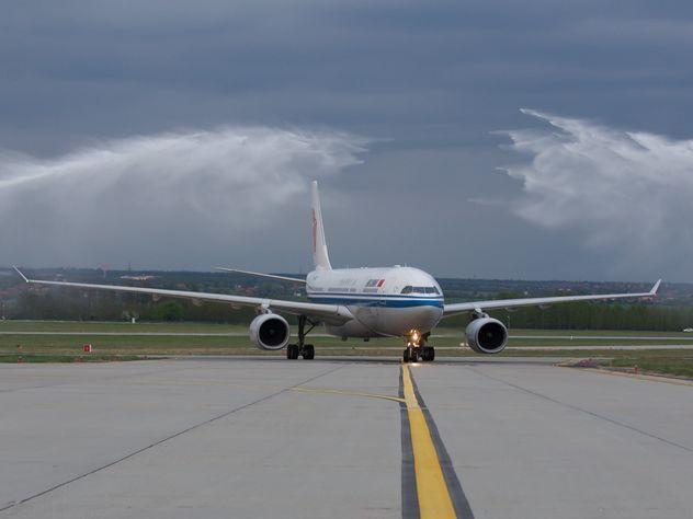 Разгул стихии в Белоруссии привел к потопу в Минске и столкновению двух самолетов