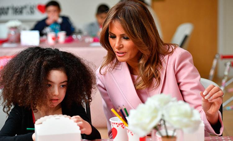 Мелания Трамп провела День всех влюбленных в детской больнице Звезды / Новости о звездах