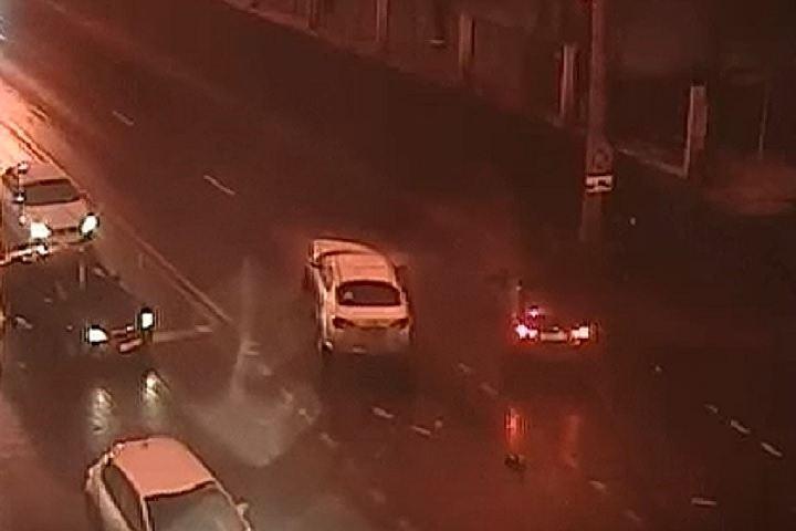 Появилось видео лобового столкновения двух автомобилей на юго-востоке Москвы