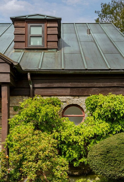 Дом с невзрачным фасадом: Что скрывается за неказистым видом старинного жилища