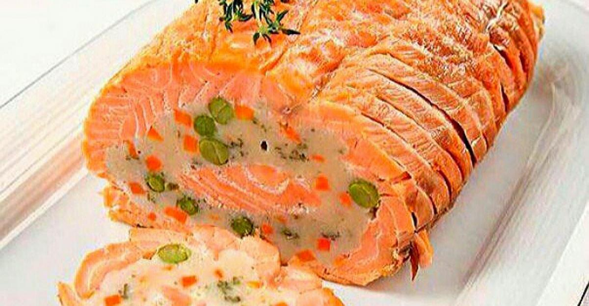 Круче чем «Оливье» и «Мимоза»! Праздничный рулет из лосося с сочной начинкой под Новый год: нереально вкусное блюдо, которое съедят за один миг