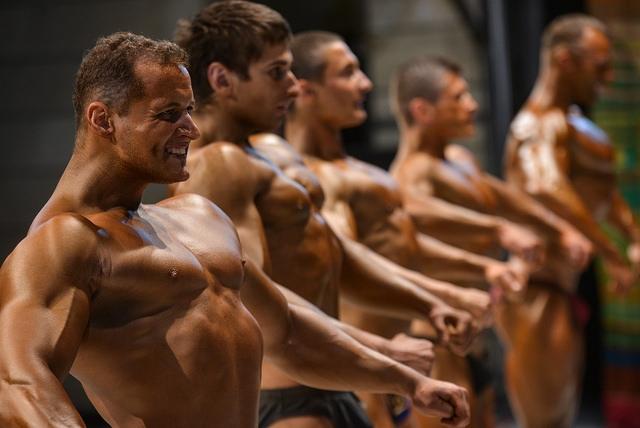 В Великобритании набирает популярность фитнес без одежды