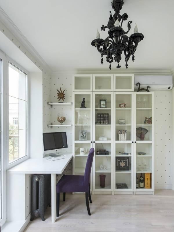 Письменный стол подоконник в дизайне комнаты - фото