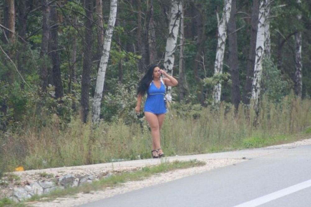 Плечевые на на дороге видео, черные большие члены ебется