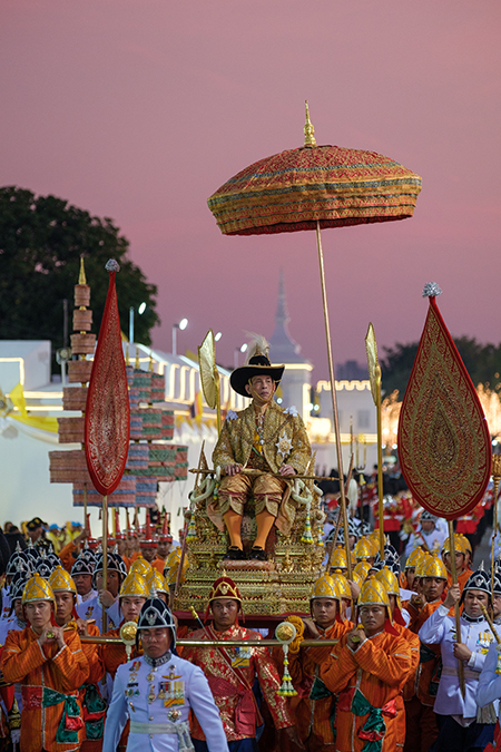 Одиозный король Таиланда Рама X срочно госпитализирован: в чем причина Монархи,Новости монархов,ข่าวลือ