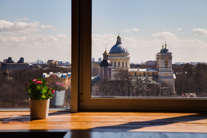Если за окном открывается прекрасный вид, то шторы будут лишними. / Фото. / bookbestrate.com