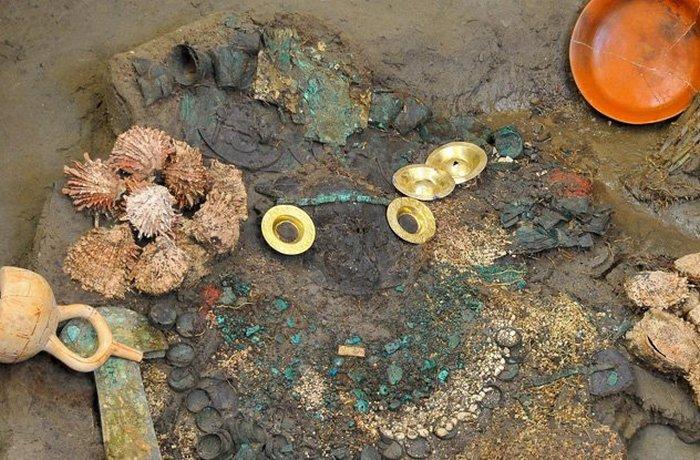 Гробница жрицы в Перу.