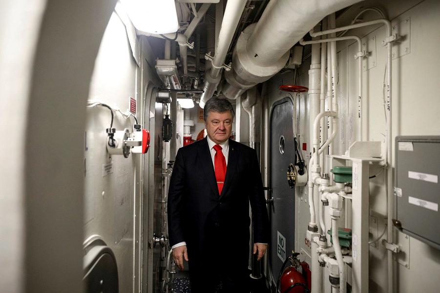 Порошенко посигналил Кремлю с американского эсминца. Догадываетесь, какой будет реакция?