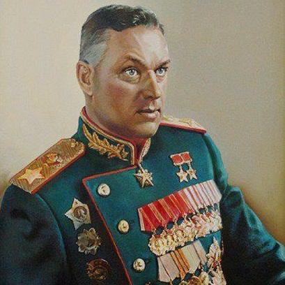 Сменил отчество, отомстил за Чапаева, дважды был под следствием, пленил Паулюса, побывал министром обороны Польши, пережил два покушения и это все он - маршал Рокоссовский