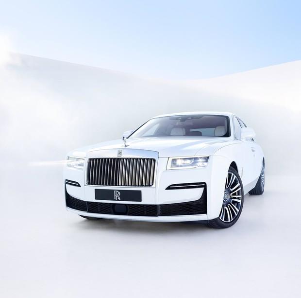 Rolls-Royce Ghost— лучшее в мире привидение с мотором. И полным приводом