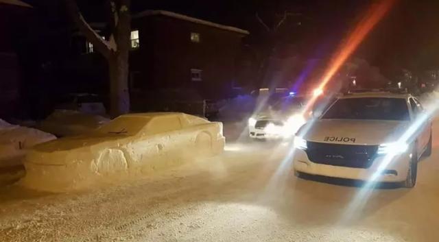 Канадец случайно разыграл полицию при помощи снежного автомобиля