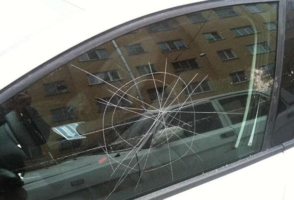 Возможно ли убрать царапины на стекле авто при помощи подручных средств?