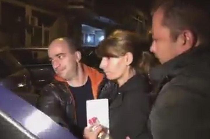 Невменяемая женщина скинула на рельсы беременную девушку в метро Бухареста
