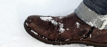В Москве разработают безвредный для обуви противогололедный реагент