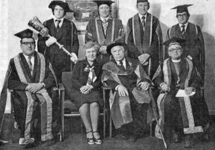 Во время вручения докторского диплома в Салфордском университете. Англия, 1977 г. история, мальчик Лева