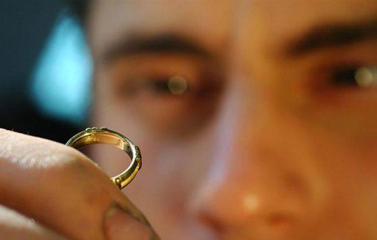 Можно ли переплавить или продать обручальное кольцо?