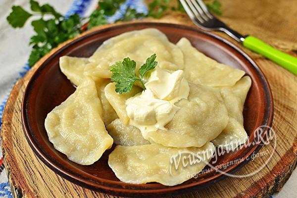 Вареники с сырой картошкой и салом