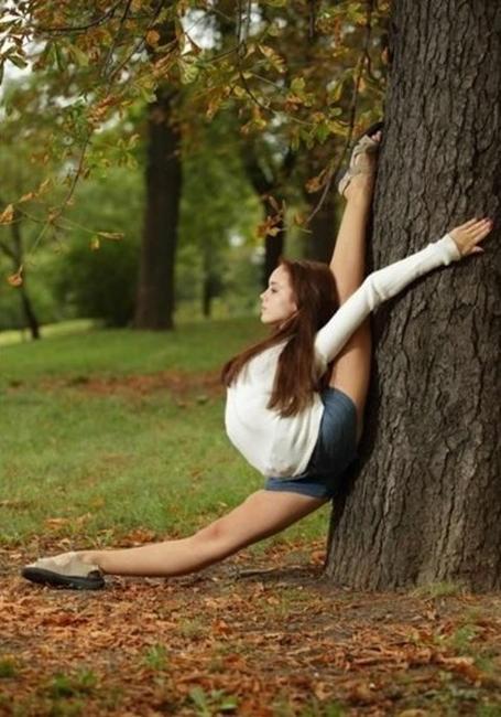 всего удачные позы для фото около дерева разговору, галчонок