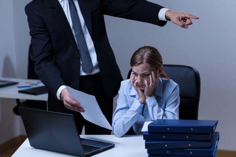 Не терпите издевательства на работе! Рассказываем, как защитить себя