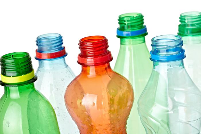 Пассивный полив из пластиковой бутылки, который поможет забыть о шлангах и ведрах на месяц дача,лайфхак,полезные советы,сад и огород