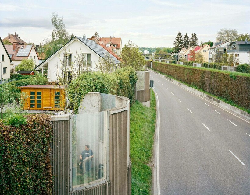 Зачем в Швейцарии вокруг домов возводят многометровые стены? стены,традиции,Швейцария