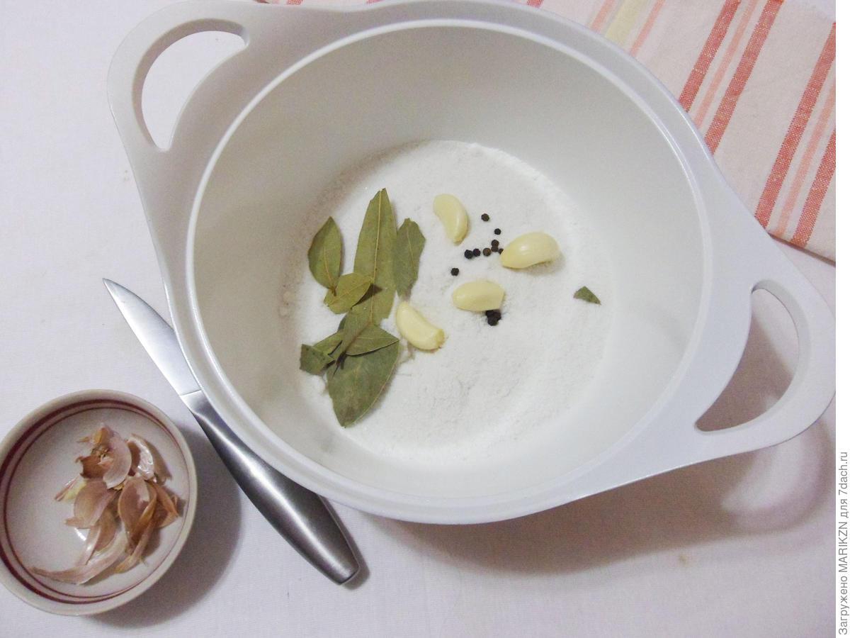 Соленое сало в тузлуке - вкусное, как у дедушки закуски,квасим и солим,мясные блюда
