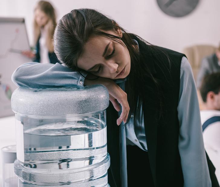 Почему стоит задуматься, прежде чем выпить очередной стакан воды из кулера