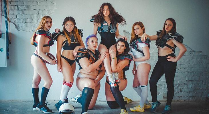 Девушки из футбольной команд…