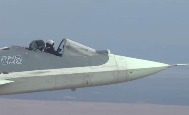 Полет Су-57 без защитного фонаря: пилот разогнался до 2000 километров в час Культура